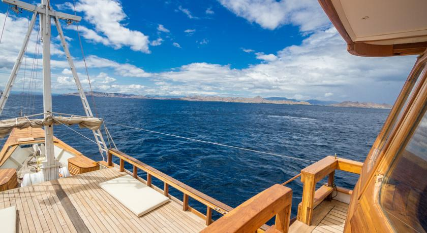 Trying On the Komodo Liveaboard Trends
