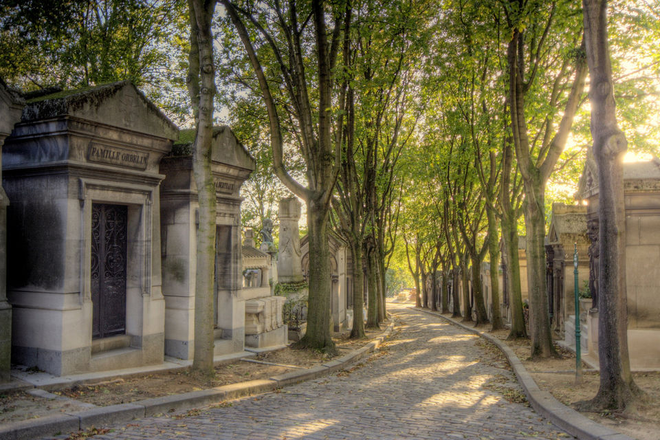 A Walk Through the City of the Dead in Paris