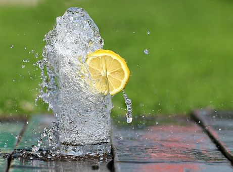 Drinking more water while you are traveling to stay healthy